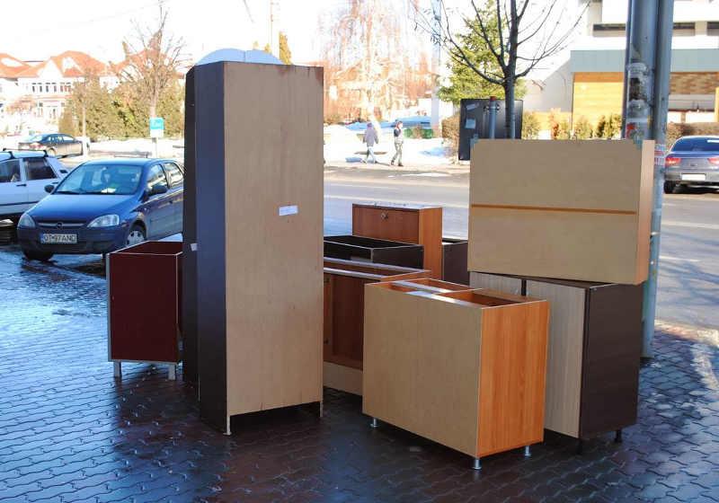 Вывоз старой мебели в Спб